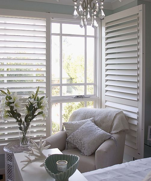 Photo of wooden shutters, Cafe style